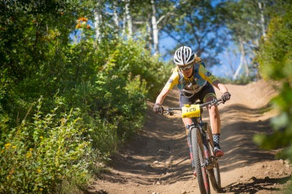 Honey Stinger/Bontrager Mountain Bike Team rider Liz Carrington rips down the course (Photo by Noah Wetzel)